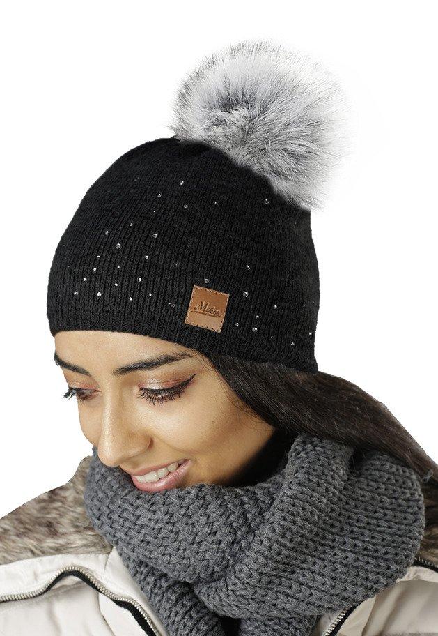 23aad7ae184729 Mikos czapka klasyczna z pomponem cyrkonie 660